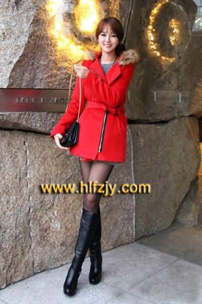 红色包包与服装搭配冬季